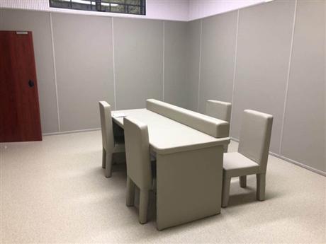 谈话室软包包装、加工、生产-纪委审讯室公检安全桌椅