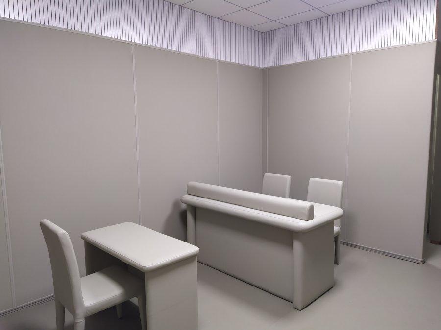 审讯室软包墙面回弹性和抗撞击性