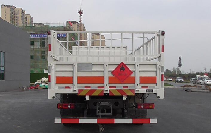 东风7.7米易燃气体厢式车直销