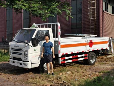 江铃1.46吨国五易燃气体厢式运输车