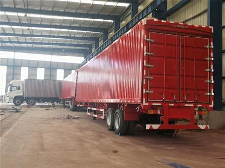 厢长13米额载12吨半挂飞翼车生产厂家