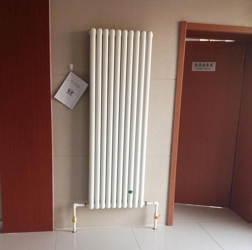 意斯暖钢制板式暖气片厂家招商中