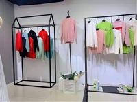 广州华景国际品牌折扣女装 款式时尚高档 三标齐全快手货源