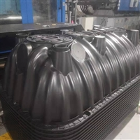 商丘化粪池厂家 三格化粪池粪管安装图片 塑料化粪池安装