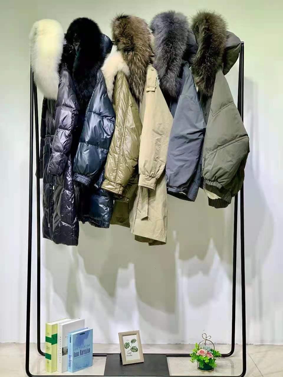 广州华景国际品牌折扣女装 新款大山潮流风 加厚中长款白鸭