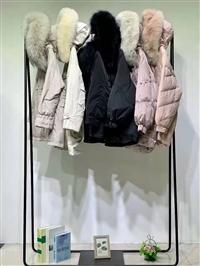 广州华景国际品牌折扣女装 修身显瘦大山羽绒服 冬季松紧防风袖