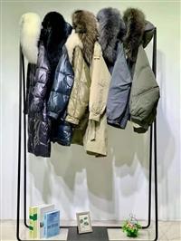 广州华景国际品牌折扣女装 大山中长款羽绒服 大毛领可拆卸内胆