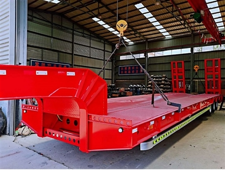 13米弹簧爬梯低平板拖挂车配置