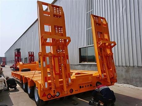 三线六轴低平板半挂车15米四线八轴低平板拖挂车配置