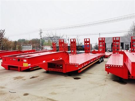 13米低平板半挂车12米挖掘机运输半挂车配置