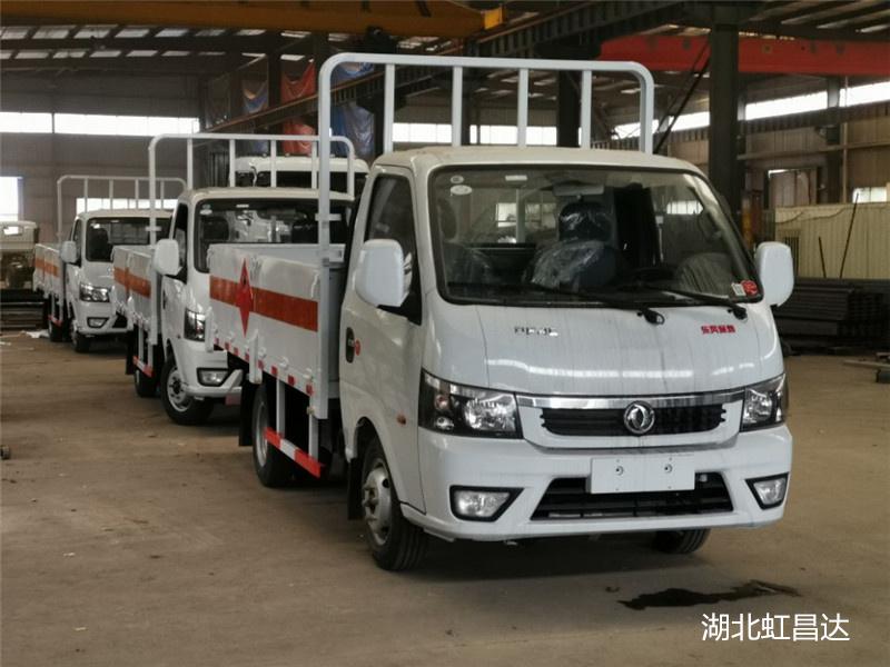 云南易燃气体运输车那家便宜,东风途逸气气瓶栏板运输车