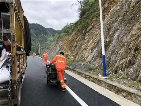 石柱马路划线施工 石柱振荡标线公司 热熔标线涂料销售