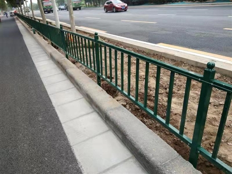 工厂直供支持定制批发公园庭院花圃带弯锌钢围栏