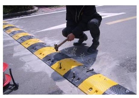 重庆道路减速带施工工程 橡胶减速带生产厂家销售公司