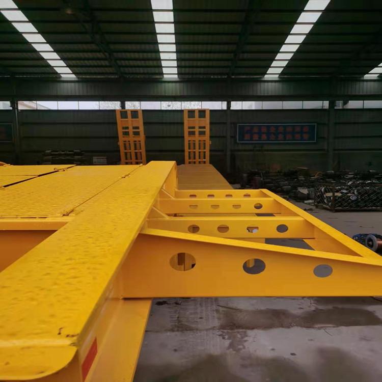 遼寧11.5米鉤機板半掛車 三橋鉤機板掛車 全網低