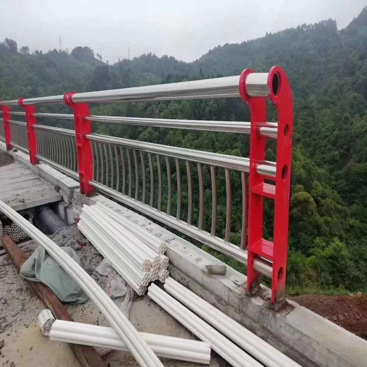 泰州防撞护栏碳素复合管护栏护栏立柱价格2021