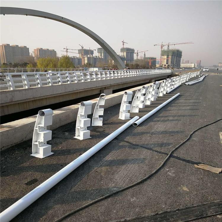 2021 丹东灯光护栏 绿洲护栏 道路防撞护栏 适合大面积采用