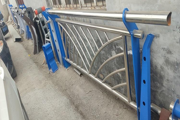 包头 防撞护栏 不锈钢桥梁栏杆 聊城绿洲