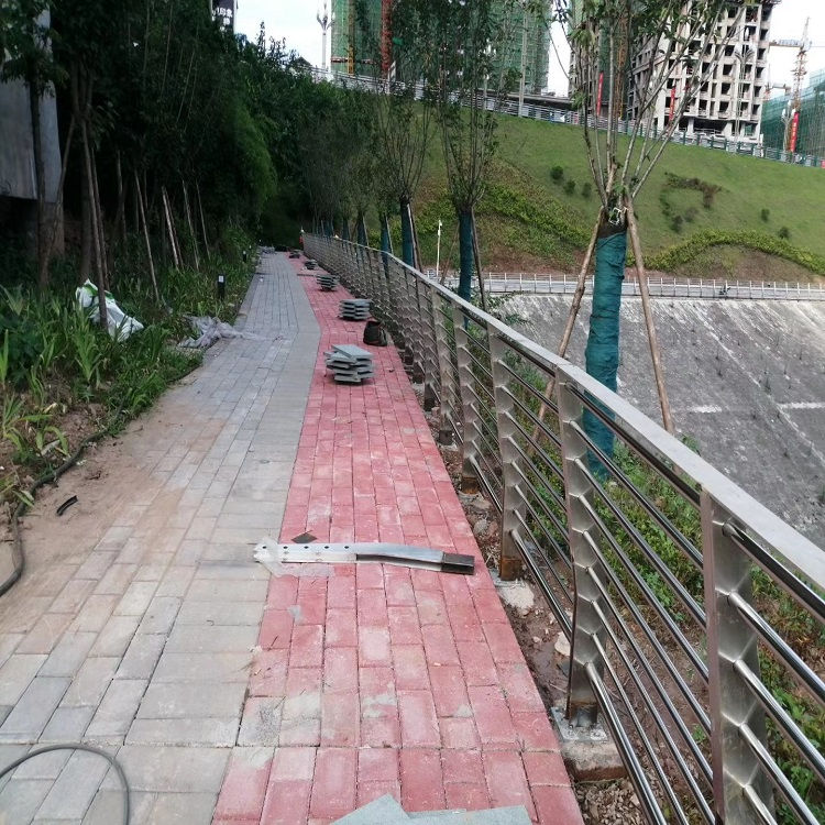 平顶山 防撞护栏 不锈钢碳素复合管 价格优惠