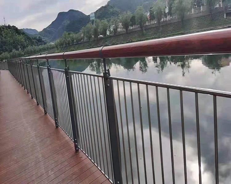 十堰q235不锈钢复合管护栏碳素复合管护栏复合管护栏价格2021