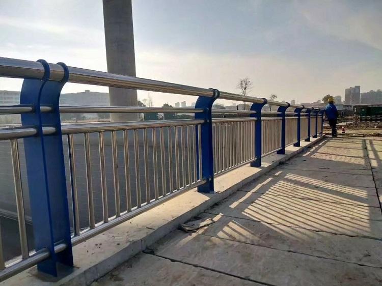 萍鄉 河道燈光護欄 防撞道路護欄 表麵平整、光亮、手感舒適